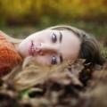 Fryzury modne tej jesieni - modne fryzury jesie� 2014 trendy porady stylista fryzjer przedzia�ek kolor w�os�w